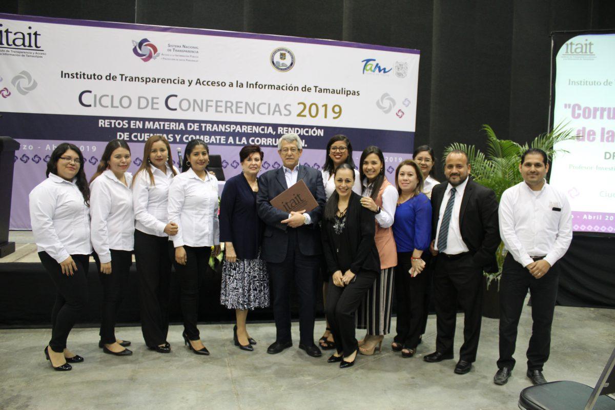 Magistral participación del Doctor Mauricio Merino Huerta para concluir el Ciclo de Conferencias 2019.