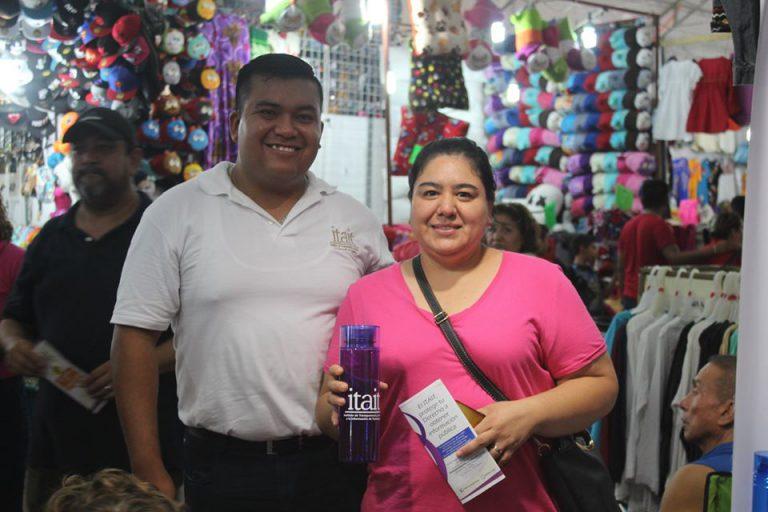 Entrega de obsequios y material de difusión en la Feria Tamaulipas
